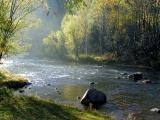 Река серебрится восенних лучах…