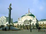 На площади у вокзала