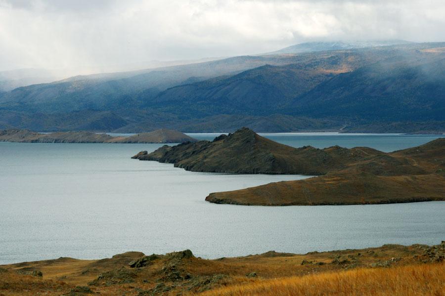 Остров Ольхон. Вид на полуостров Кобылья Голова и залив Хул