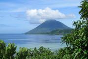 Вулканический остров Манадо-Туа