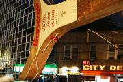 Теннисная ракетка над городом. Нью-Йорк - столица рекордов Гиннеса