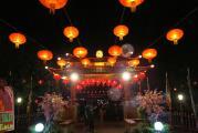 У входа в буддийский храм