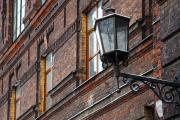 Окно, стена, фонарь…