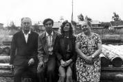 С родителями перед отъездом в п. Чунский