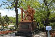 Памятник городскому голове С.Э. Дувану